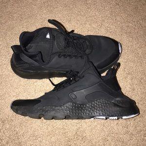 Nike Ultra Huarache — Black